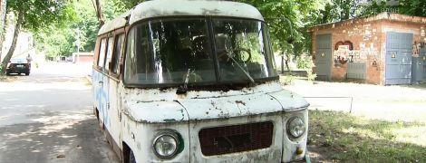 У Києві дозволили забирати з вулиць покинуті автомобілі