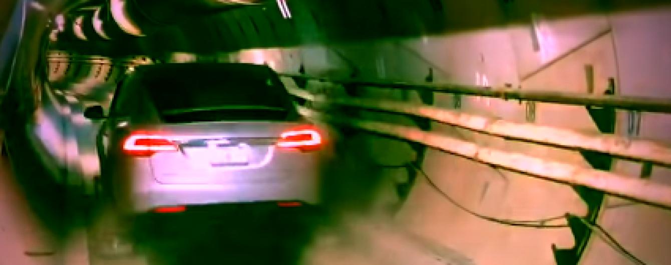 У Ілона Маска показали тестову поїздку авто швидкісним тунелем