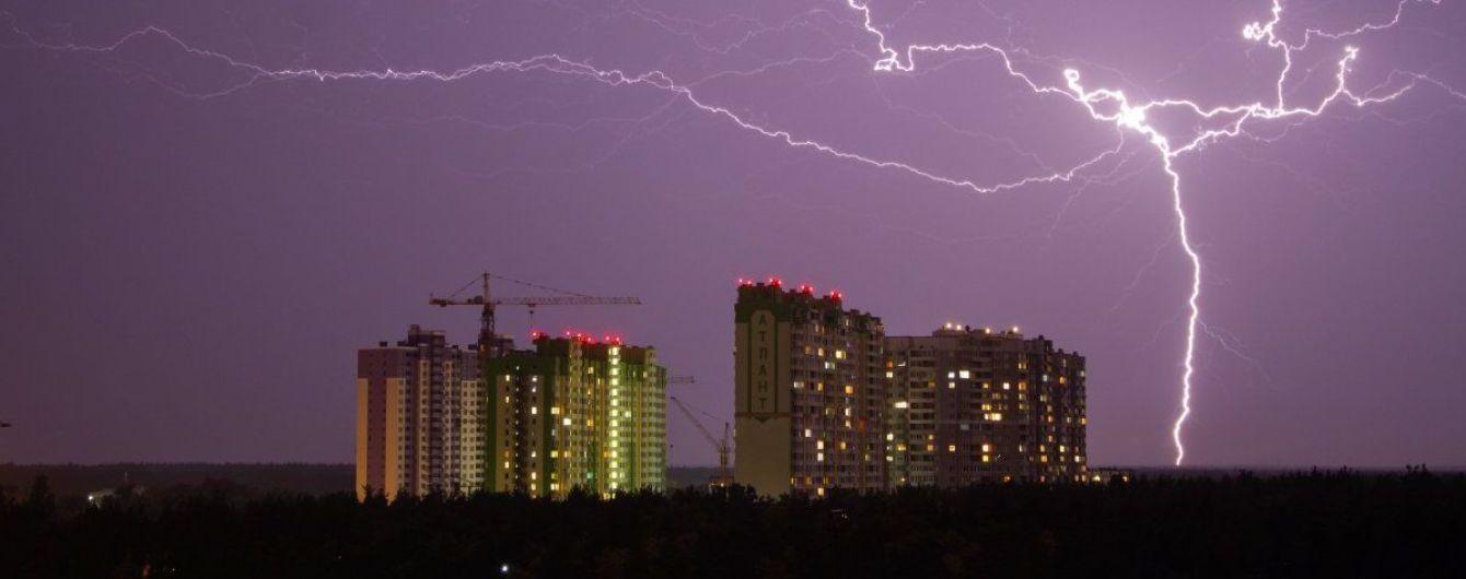 Почти 400 населенных пунктов остаются обесточенными в результате непогоды