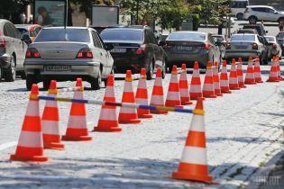 """В Украине изменили правила дорожного движения: парковка по-новому, эвакуация авто, штрафы и """"письма счастья"""""""