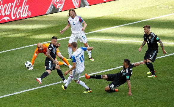 Ісландія забиває гол