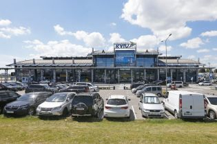 """В аеропорту """"Київ"""" суттєво подорожчало паркування"""