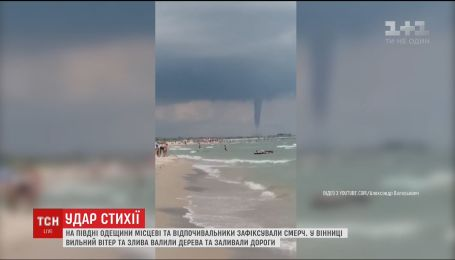 Смерч на курорті і побиті машини у Вінниці: негода промчала Україною