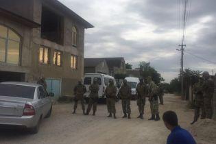 В Крыму новые обыски: оккупанты задержали отца вместе с дочерью