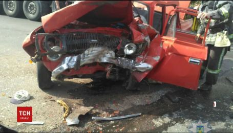Одна людина загинула, ще п'ятеро потрапили до лікарні внаслідок аварії на Одещині