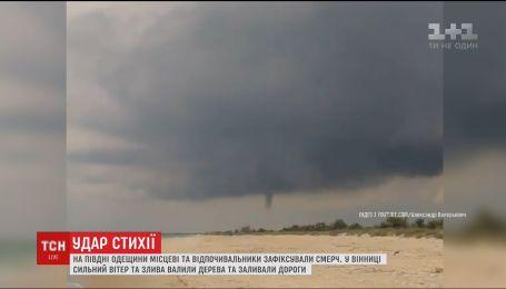 Велетенський смерч, буревій та потоп. Україною знов гуляла негода
