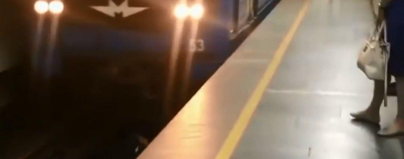 """""""Когда поезд приближался, было очень страшно"""": зацепер рассказал про субботнюю выходку на рельсах киевского метро"""