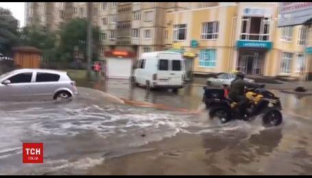 Ураган пронесся Луцком. Город затопило и засыпало градом