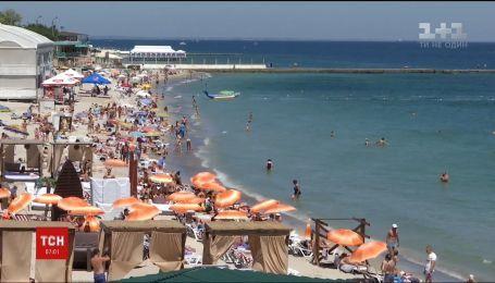 На Одещині шукають тіло хлопчика, якого хвиля змила в море
