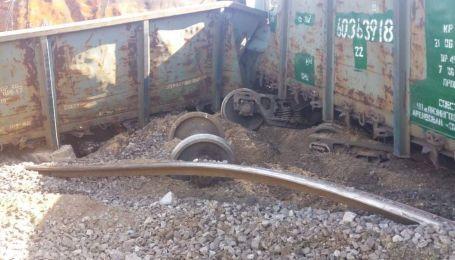 В Днепре железнодорожники заменили разворованную колею, из-за которой сошел поезд
