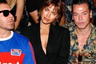 Ирина Шейк отрезала длинные волосы и засветила грудь в пикантном наряде