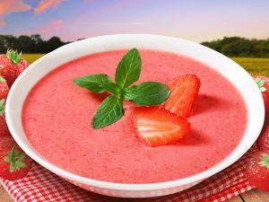 Холодний полуничний суп за 5 хвилин