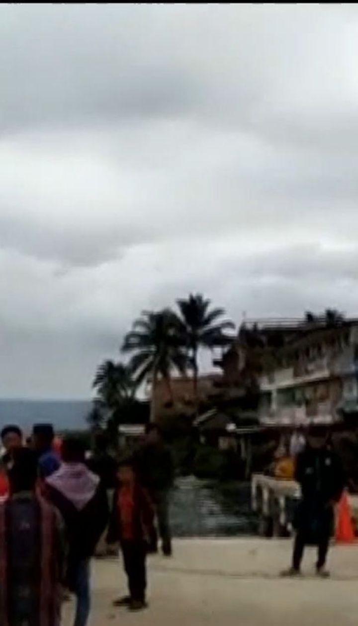 В Индонезии во время шторма затонул паром