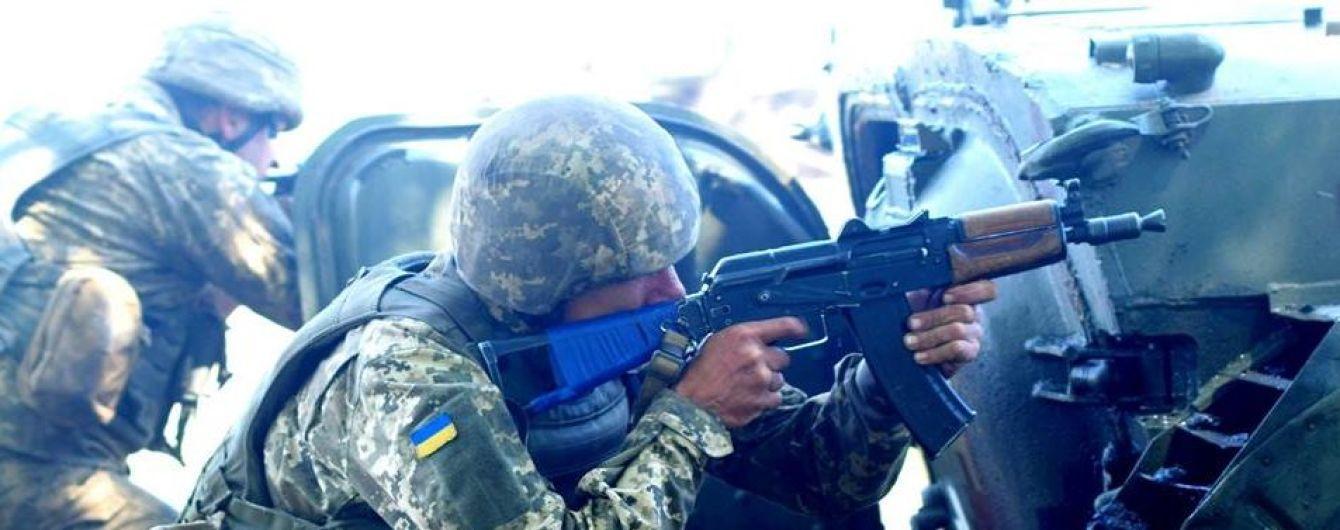 На передовой ранили украинского бойца. Ситуация на Донбассе