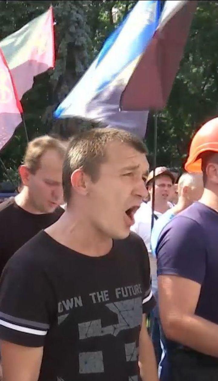 Столкновения в Киеве: митингующие пытались прорваться в Верховную Раду штурмом
