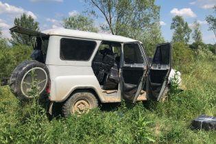 Контрабандисты покинули авто с 15 тысячами пачек сигарет, убегая от пограничников