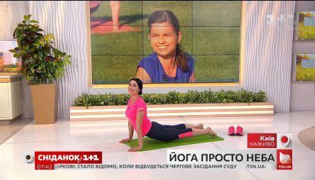 Мастер-класс по йоге: Людмила Барбир и Ирина Гулей выполнили асаны в прямом эфире