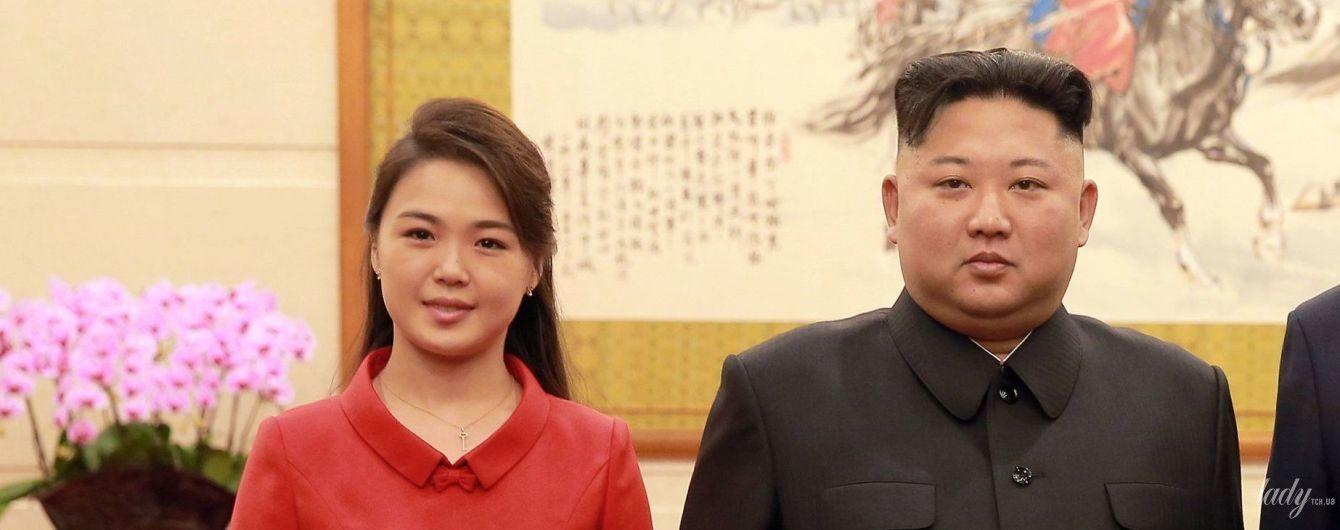 В красном платье с бантиками: изысканная первая леди КНДР в Пекине