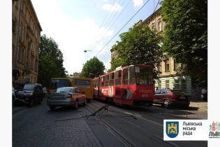 Парень получил тяжелую травму головы во львовском трамвае
