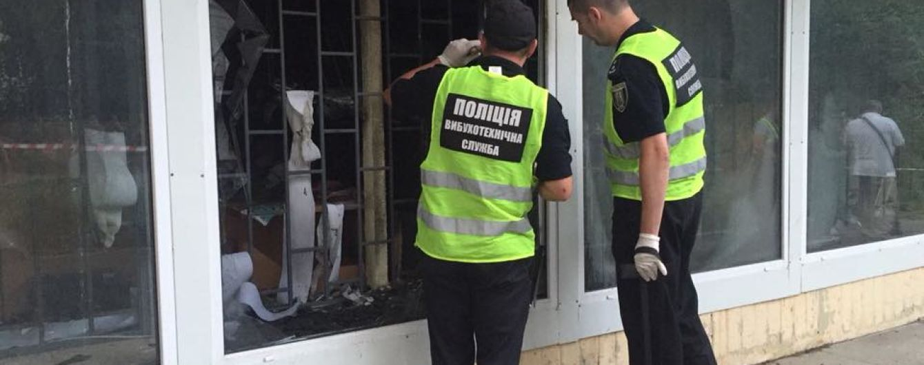 "В Киеве посреди ночи подожгли отделение ""Ощадбанка"""