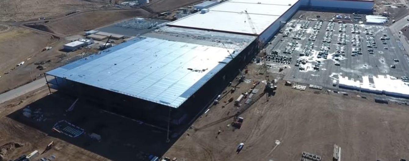 Tesla підписала в Китаї угоду про відкриття заводу