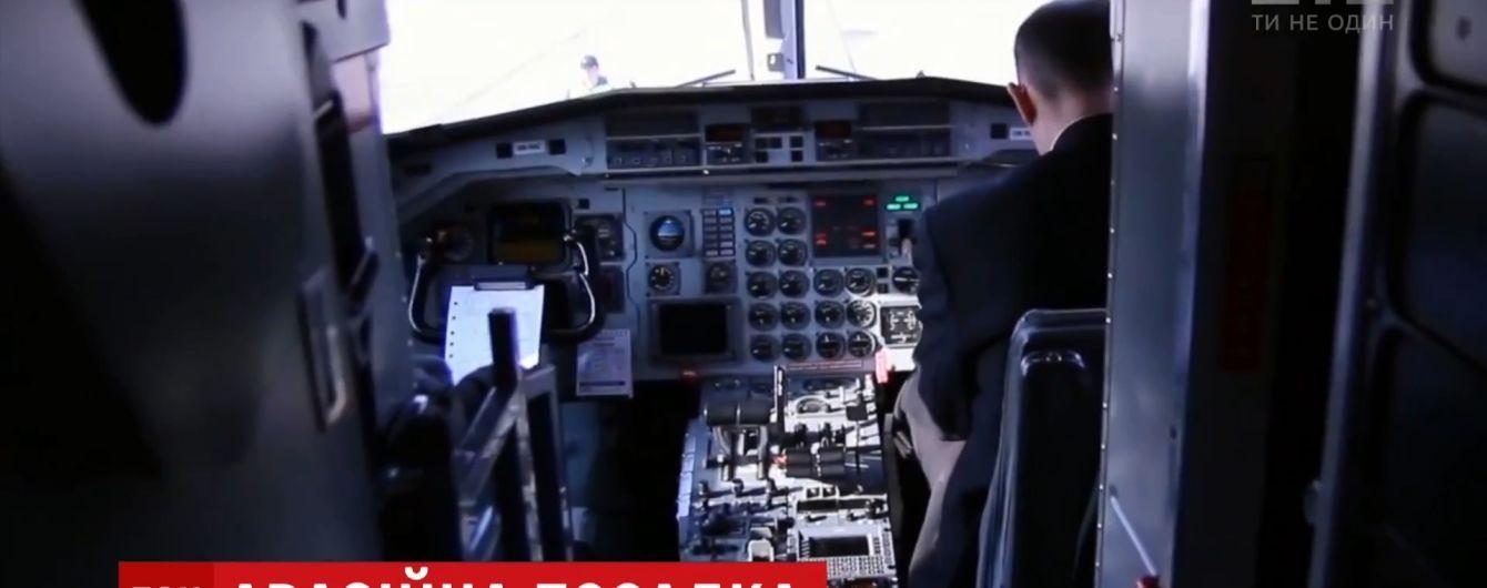 Аварийная посадка самолета в Одессе: борт в воздухе сбрасывал топливо, а пилот после приземления десять раз перекрестился