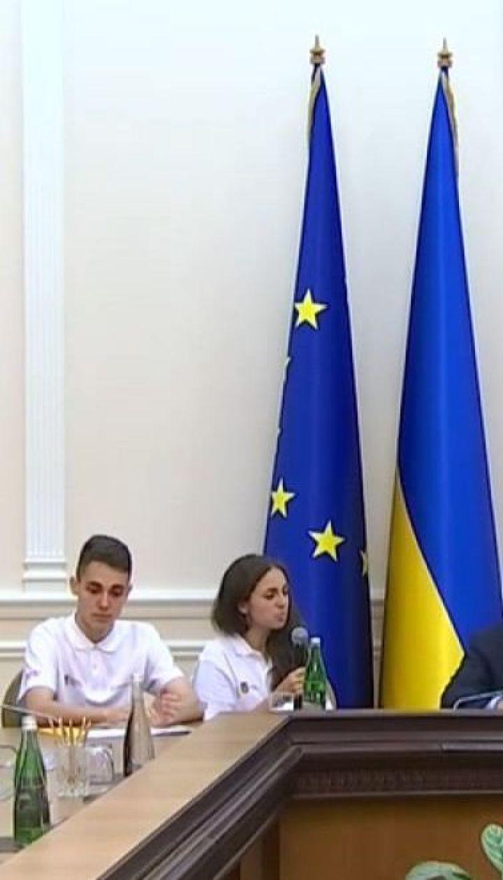 Украинские студенты будут проходить стажировку в Администрации президента и Кабмине