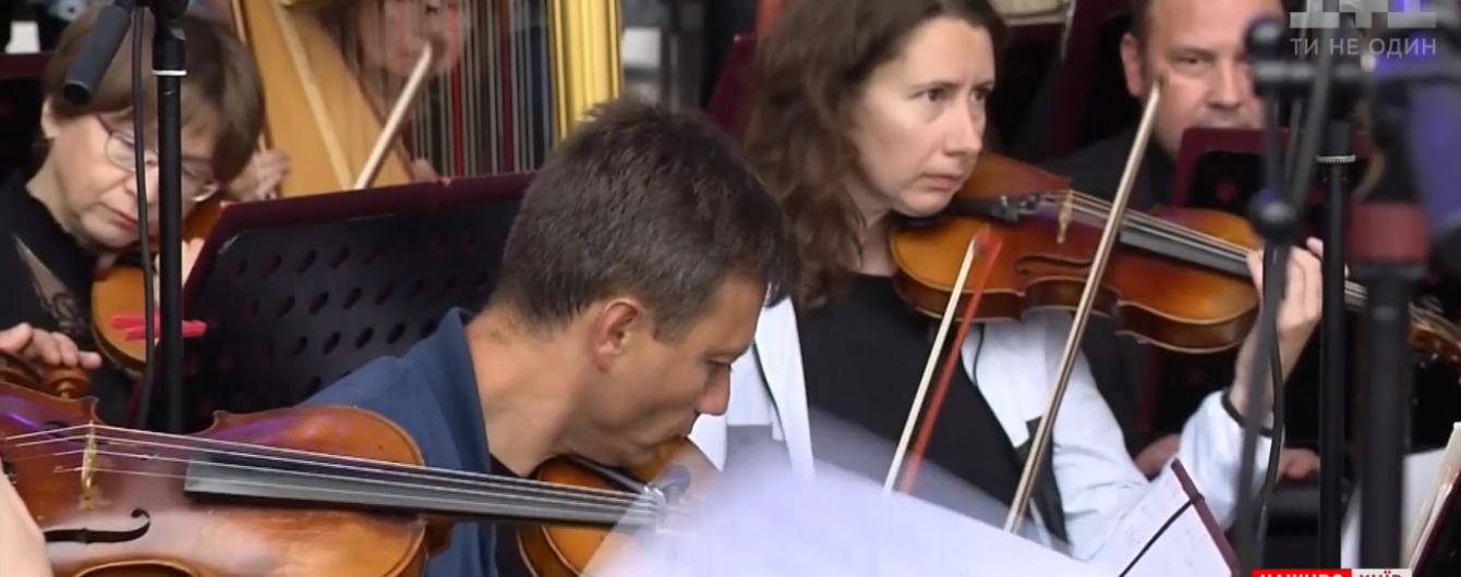 Грандиозное действо под открытым небом: в центре Киева оперные звезды дали бесплатный концерт