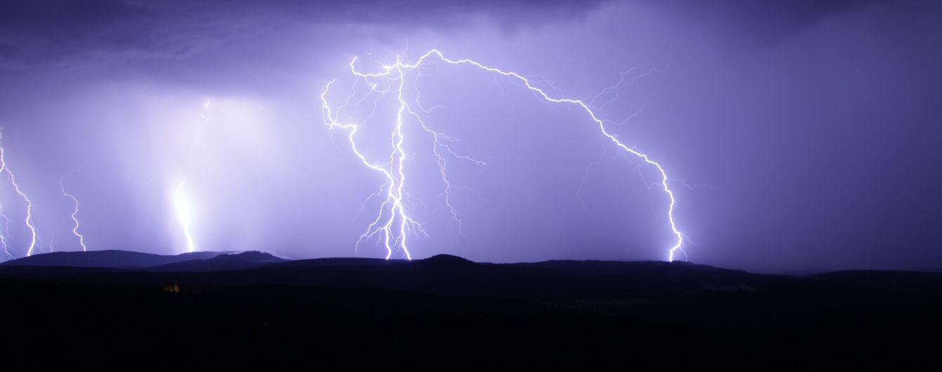 В Индии ударом молнии убило сразу девять человек