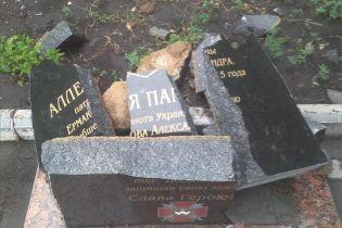 В Донецкой области вандалы полностью разрушили памятник герою АТО