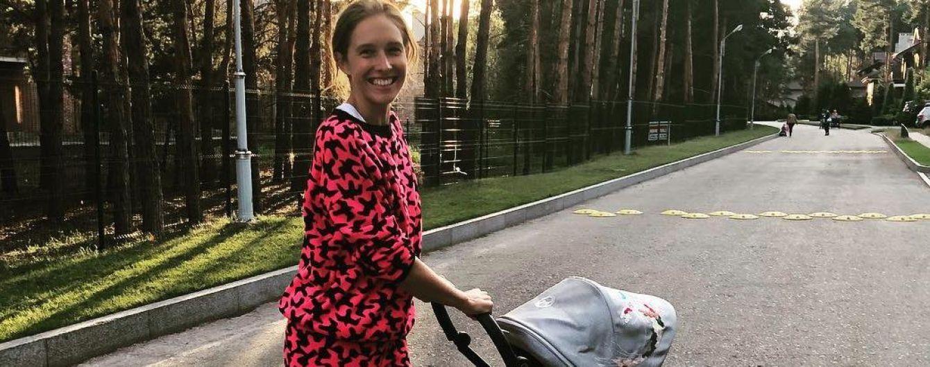 Стильна спортивна: Катя Осадча на прогулянці з сином