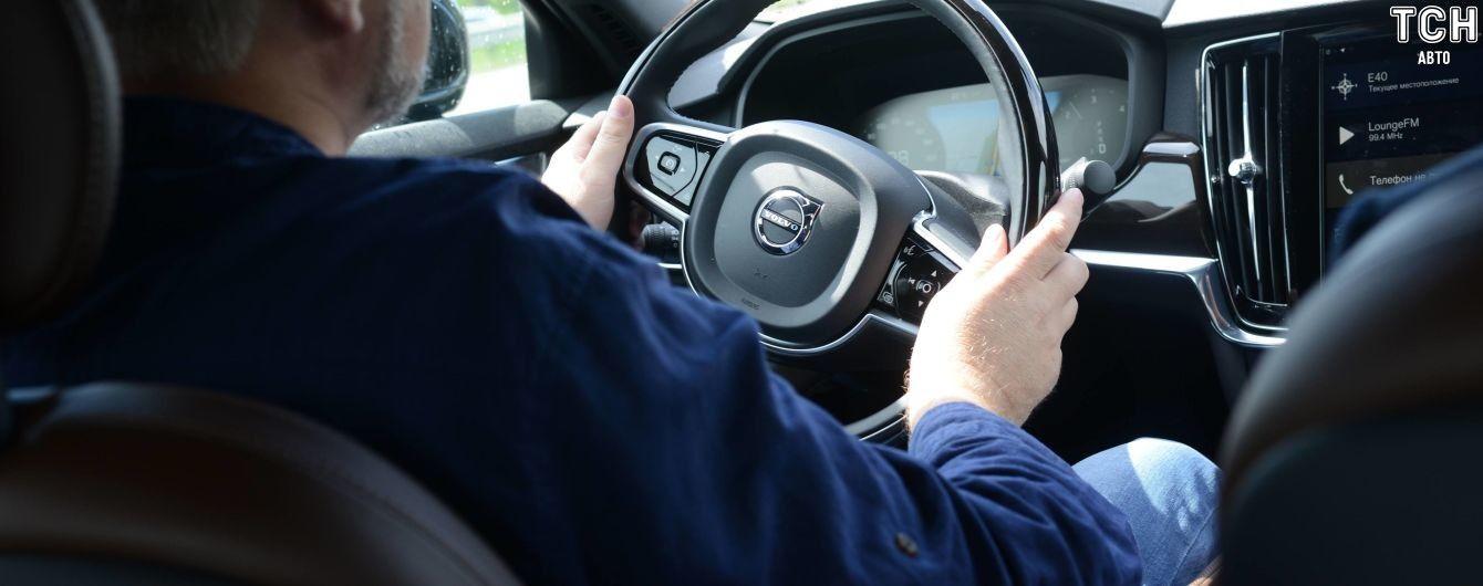 Исследования показали, что женщины внимательнее мужчин водят автомобиль