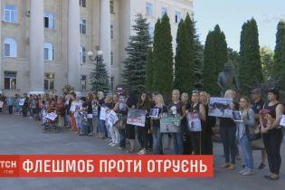 Сотні зоозахисників влаштували під стінами міськради Кропивницького мовчазний протест