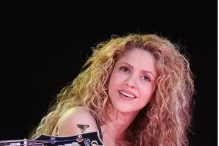 """Шакира попала в скандал, пытаясь продать """"нацистский"""" медальон"""