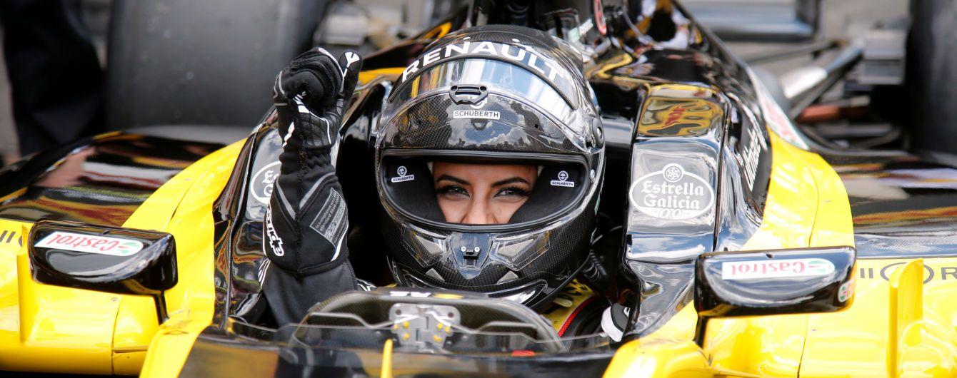 Жінка з Саудівської Аравії відсвяткувала скасування закону за кермом боліда Формули-1