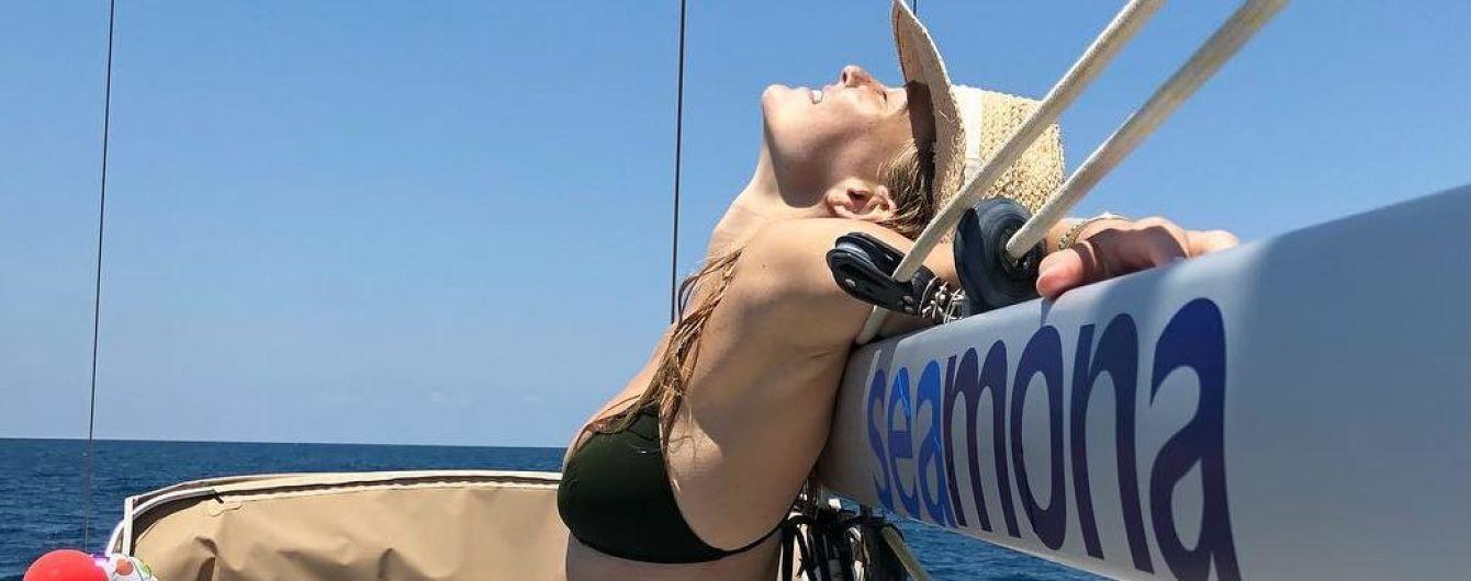 На яхте в черном бикини: Бар Рафаэли наслаждается отдыхом