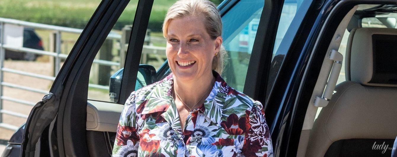 В цветочном платье и с питоновым клатчем: новый выход графини Уэссекской Софи