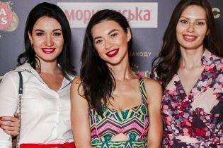 В пестром платье и красных лодочках: Полина Логунова провела кинобранч с молодыми мамами