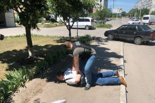 """У Кропивницькому чиновник-фіскал обклав """"даниною"""" кав'ярню за незаконний продаж алкоголю"""