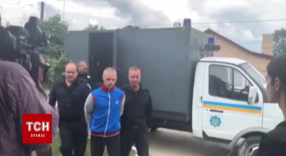 ВідеоПідозрюваного в організації нападу на ромів привезли до суду Львова dd5140bfacd8e