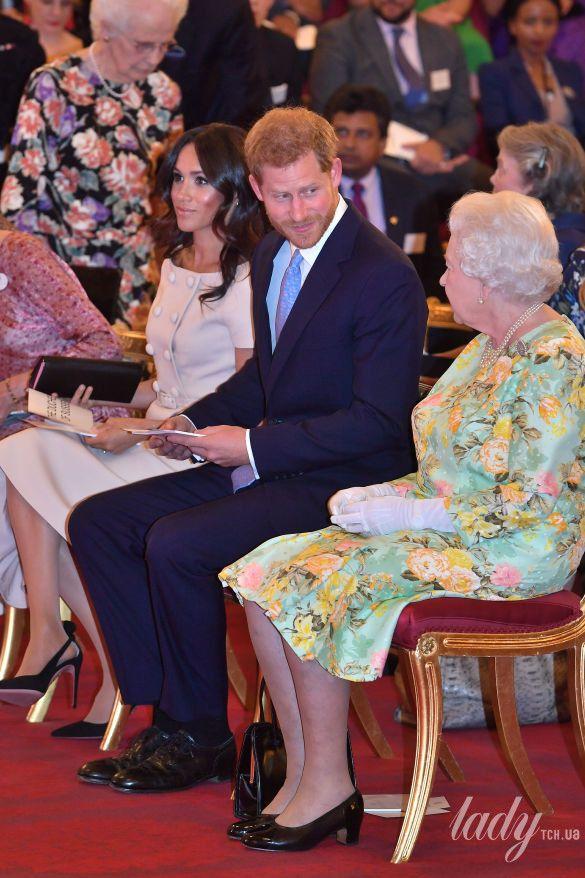 Королева Елизавета II и герцогиня Сассекская Меган_3