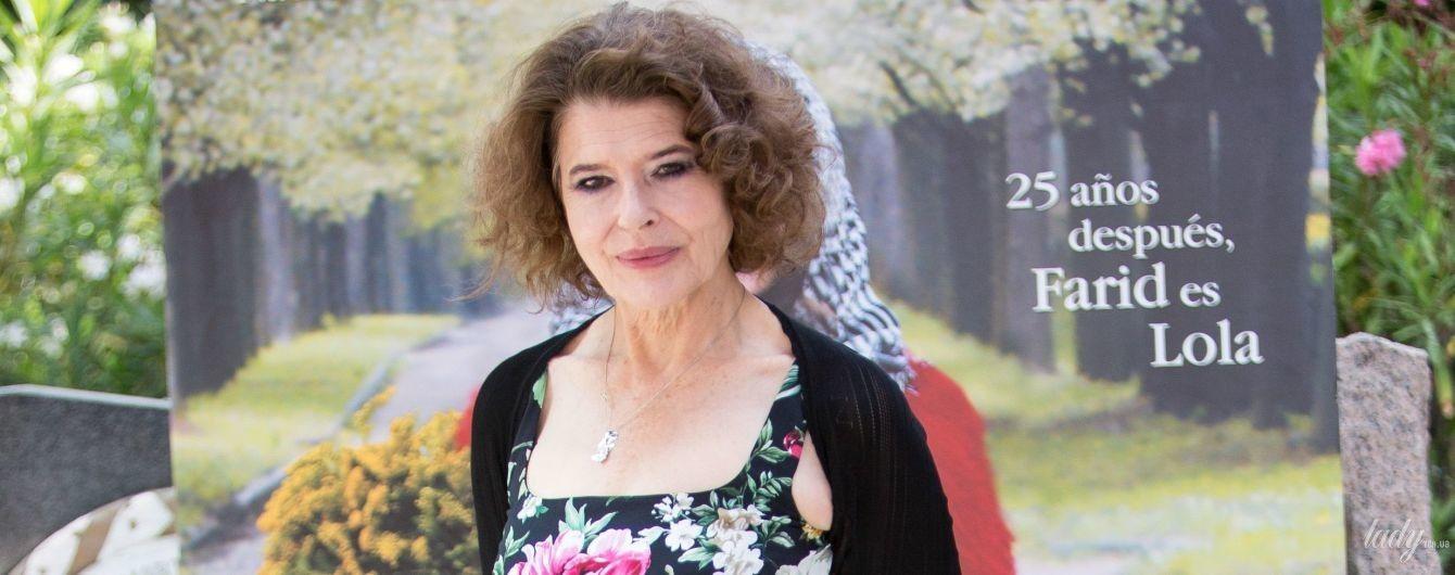 Выглядит великолепно: 69-летняя Фанни Ардан подчеркнула фигуру красивым платьем