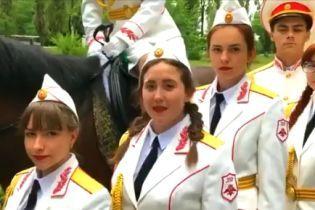 """""""Мы готовы дойти с вами до самого ада"""": в Донецке дети своебразно поздравили боевика Захарченко"""