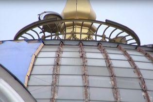 Над Верховной Радой за 200 тысяч долларов ремонтируют купол
