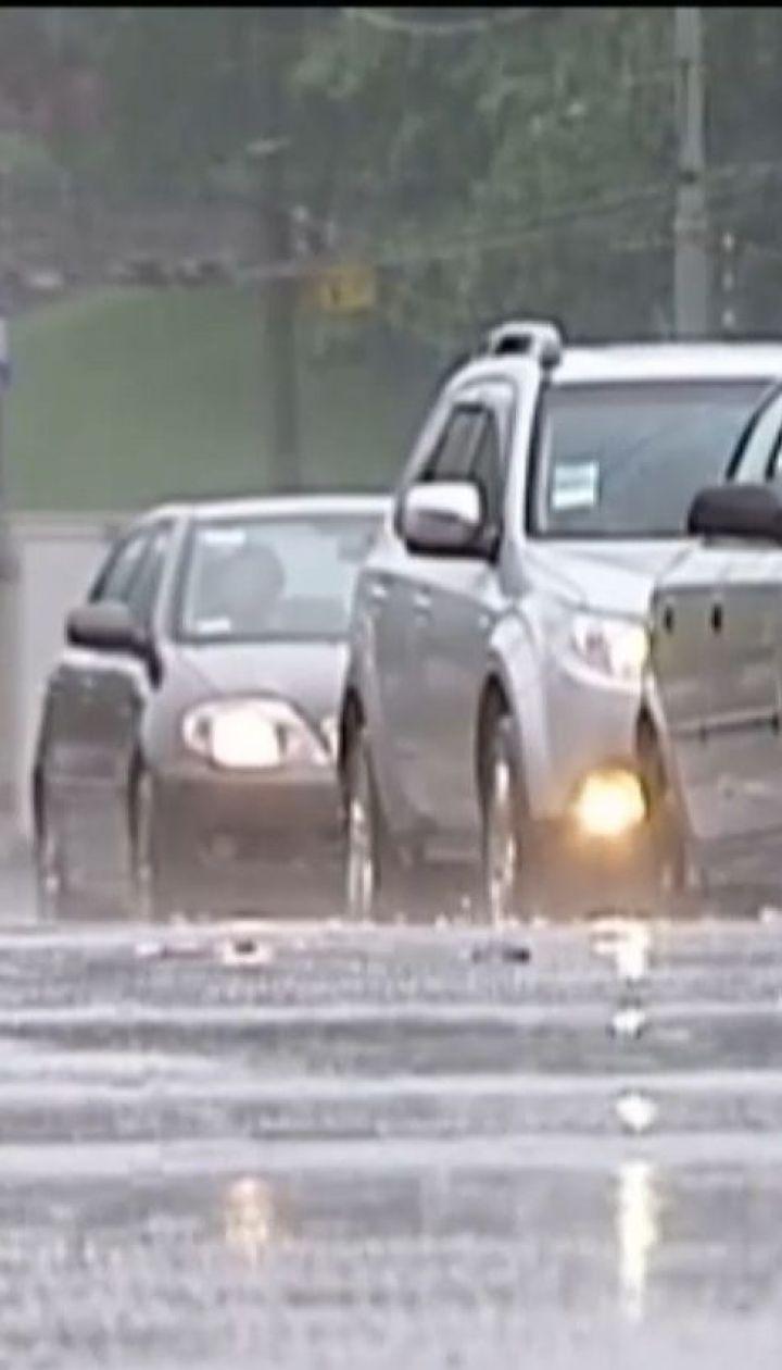 На Україну насуваються грози, сильні дощі, град та шквали