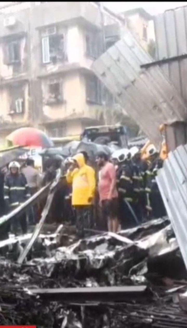 П'ятеро людей загинули внаслідок падіння літака на будівельний майданчик в Мумбаях