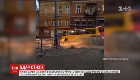 200 населенных пунктов без света и сорванные крыши: по Украине прокатился ураган