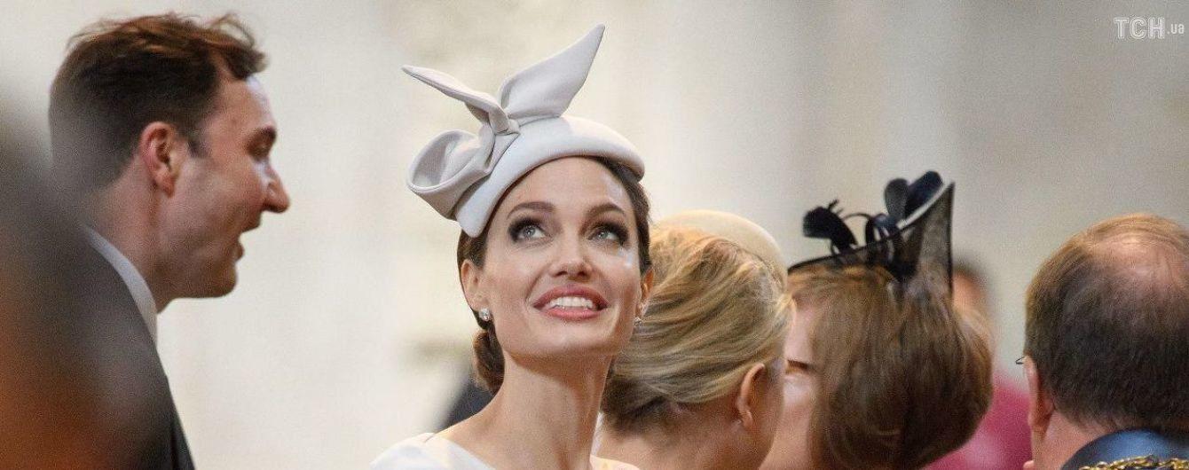 Анджеліна Джолі вирішила стати ведучою на радіо