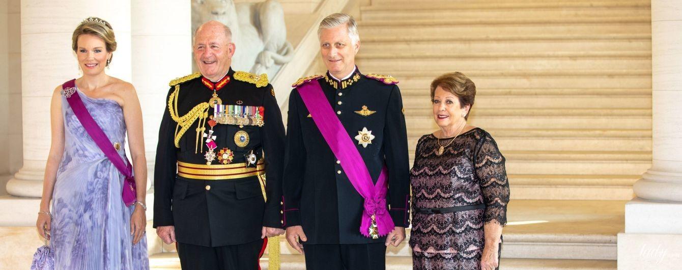 Выглядит блестяще: два роскошных образа бельгийской королевы Матильды
