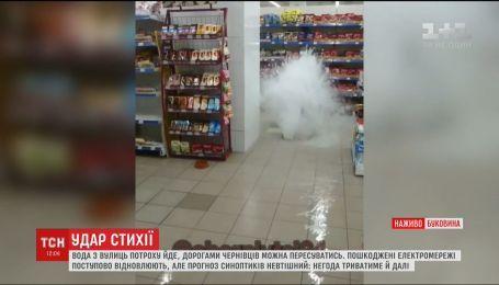 Через буревій половина жителів Чернівців цілу ніч просиділа без електрики
